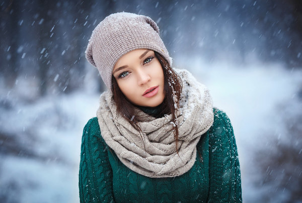 photo of girls on snow with hats № 18317