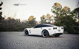 Обои: chevrolet corvette zr1, 360 forged, мостовая