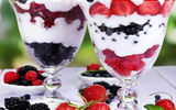 Картинки на телефон: ice cream, delicious, berries, dessert, strawberry, sweet, yummy, fruit