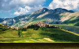 Обои: castelluccio, italy, mountain, grass, town, castle