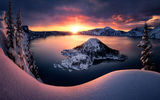 Обои для рабочего стола: Eruption, shines, Crater Lake, Oregon, mountain scene, Klamath County, USA, fresh snow, rising sun lights