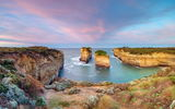 Обои для рабочего стола: Day breaks at Loch Ard Gorge, Port Campbell National Park, The Island Archway