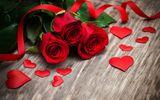 Обои: красные розы, heart, розы, wood, valentine`s day, red, love, roses, бутоны, flowers, romantic