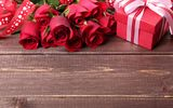 Обои: подарок, бант, roses, romance, gift, colorful, розы, день святого Валентина, red, Valentine's Day, романтика, beautiful, лента
