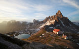 Обои: sunrise on Mount Paterno and shelter Locatelli, красивый, Italy, Италия, Восход солнца на горе Патерно и кров Локателли, пейзаж, clouds, природа, nature, beautiful, небо, sky, облака, landscape