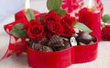 Обои: bouquet, romantic, сердце, flowers, chocolate, photography, February 14, sweet, love, romance, photo, Valentine, heart, любовь, candy, red, Valentines Day, праздник, День Святого Валентина, still life, цветы, шоколад, розы, свечи, roses, rose, букет, candles, wet, конфеты, red roses, holiday