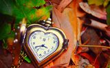 Обои: clock, сердце, осень, листья, autumn, love, leaves, dial, часы, hands, стрелки, heart, циферблат