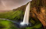 Обои: Исландия, мостик, речка, зелень, скалы, тропа, Seljalandsfoss waterfall, водопад