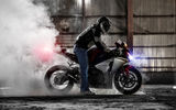 Обои: superbike, sportbike, burnout, хонда, мотоцикл, дым, honda cbr 1000rr