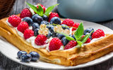 Обои: fruits, waffles, food, вафли, десерт, cream, фрукты, raspberries, dessert