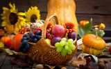 Обои: pumpkin, тыква, виноград, grapes, apples, цветы, яблоки, flowers, autumn, корзина