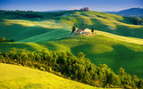Обои для рабочего стола: tuscany, house, trees, countryside, nature, sunlight, italy, green field, landscape, summer, sky
