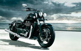 Обои: triumph, highway, highball, thunderbird, custom, storm, darkness, мотоцикл, town