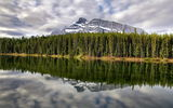Картинки на телефон: Johnson lake, mt rundle, canada