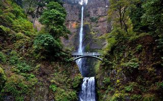 Обои США, Multnomah Falls, Oregon, мост, Columbia River, скалы, водопад, Benson Bridge