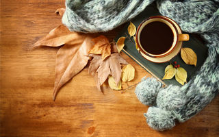 Обои autumn, кофе, coffee, чашка, осень, cup, leaves, hot, листья, шарф