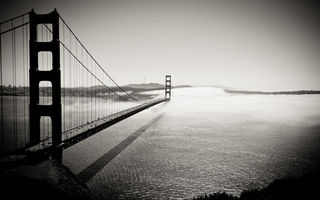 Обои мост, калифорния, ч/б, Into the Fog, golden gate bridge