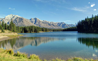 Обои горы, лес, johnson lake, banff national park, озеро, канада, банф, озеро джонсон, canada, альберта, alberta, rocky mountains