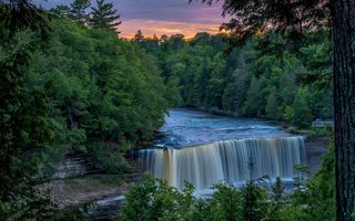 Обои Tahquamenon Falls, водопад, река, деревья, природа, Michigan, пейзаж, закат, лес