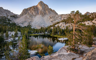 Обои рассвет, Sabrina Basin, Inyo National Forest, гора, озеро, USA, California, Emerald Lake
