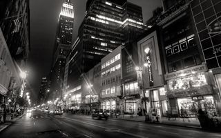 Обои new york, night, такси, people, люди, buildings, огни, город, lights, ночь, Нью-Йорк, здания, black and white, taxi, черный и белый, city