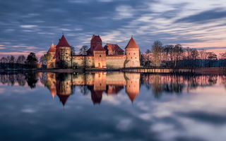 Обои Trakai, отражение, Тракай, озеро, замок, Литва, закат, Lithuania