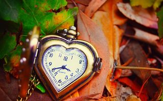 Обои clock, сердце, осень, листья, autumn, love, leaves, dial, часы, hands, стрелки, heart, циферблат