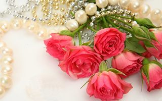 Обои flowers, жемчуг, розы, necklace, bouquet, pearls, букет, ожерелье, roses, цветы