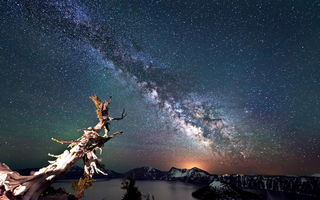 Обои Crater Lake, night sky, Crater Lake National Park, млечный путь, звезды, Oregon, небо, landscape