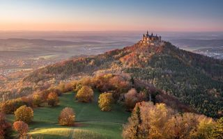 Обои Hechingen, Germany, Швабский Альб, замок, Германия, гора Гогенцоллерн, Hohenzollern Castle, панорама, Баден-Вюртемберг, лес, гора, долина, Baden-Württemberg, Замок Гогенцоллерн, осень, Swabian Jura, Хехинген, Mount Hohenzollern