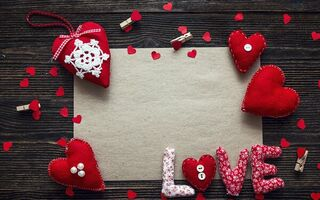 Обои любовь, сердечки, Valentine's Day, decoration, love, red, romantic, wood, сердце, heart