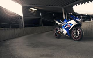 Обои синий, мотоцикл, blue, bike, supersport, suzuki, gsx-r1000, блик, сузуки, вид спереди