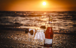 Картинка Cheers, Wedding, sand, Oyster, sunset, sunlight, Bride and Groom, Bubbly, rocks, Oysters, Cups, sea, Bride, sea, sun, beach, Groom, champagne