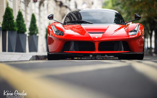Картинка Ferrari, red, F70, LaFerrari, V12, город