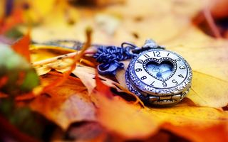 Обои clock, осень, heart, циферблат, сердце, autumn, hands, dial, часы, стрелки, love, leaves, листья