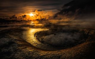 Обои crater, облака, вода, volcano, HD, гейзер, кратер, солнце, evening, sun, sunset, lake, clouds, и е с, небо, smoke, water, озеро, закат, вулкан