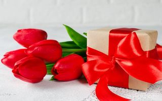 Картинка любовь, gift box, romantic, flowers, valentine's day, красные, букет, tulips, подарок, red, heart, тюльпаны, love, лента