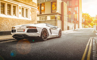 Обои Lamborghini, Street, City, Road, Beam, Rear, Supercar, Aventador, LP700-4, White