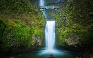 Картинка Multnomah falls, Benson Bridge, мост, водопад Малтнома, Oregon, водопад, мост Бенсона, каскад, Орегон, Columbia River Gorge