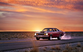 Обои plymouth duster, muscle car, дорога, закат
