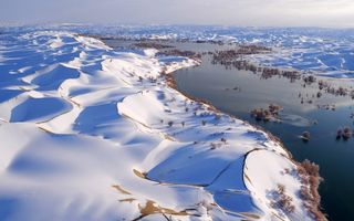 Картинка snowy landscape, winter, river, snow, China, dunes, sky, nature, landscape, trees, water
