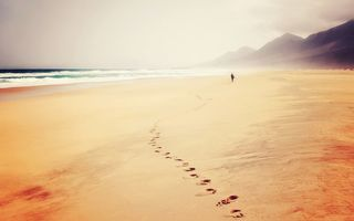 Обои waves, footprints, seaside, ocean, hills, trail, sand, beach