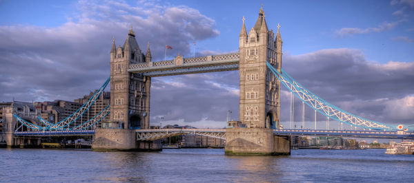 Обои tower bridge, Англия, мост, облака, небо, река, Лондон