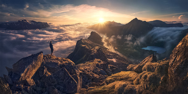 Обои High, Clouds, Smog, Man, Sun, Mountain, Sky