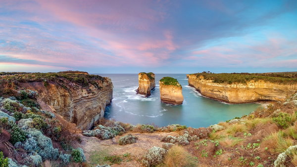 Обои Day breaks at Loch Ard Gorge, Port Campbell National Park, The Island Archway