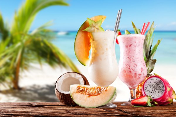 Обои strawberry, клубника, sea, coconut, молочные коктейли, дыня, море, ананас, кокос, beach, pineapple, melon, milkshakes, пляж