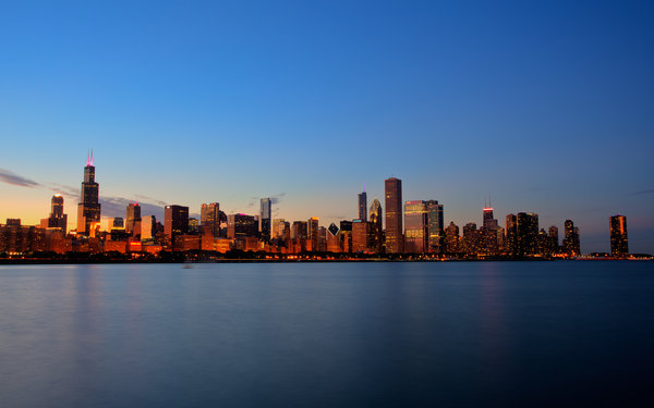 Обои chicago, lake, дома, вода, buildings, water, 2560x1600, city, sky, свет, sunset, небо, здания, houses, озеро, закат, город, light