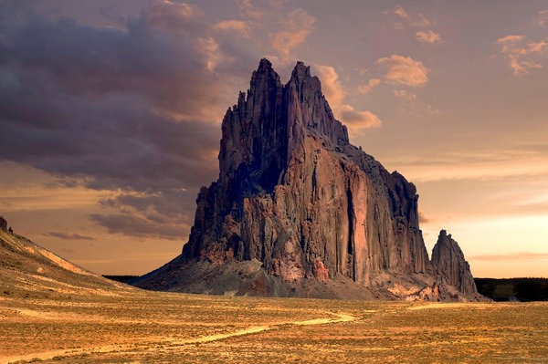 Обои горная порода, rock formation, Shiprock Peak, Нью-Мексико, desert, пустыня, New Mexico