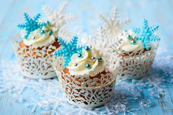 Обои торт, крем, cake, dessert, sweet, winter, muffins, десерт, cupcake, snowflakes, кексы, food, сладкое, cream, зима, еда, снежинки