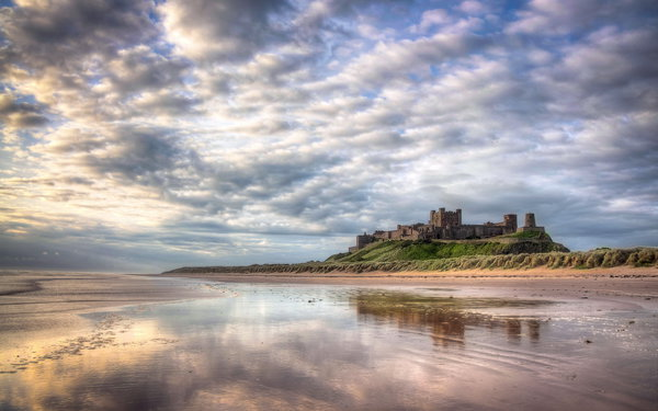 Обои Bamburgh Castle, Northumberland, пейзаж